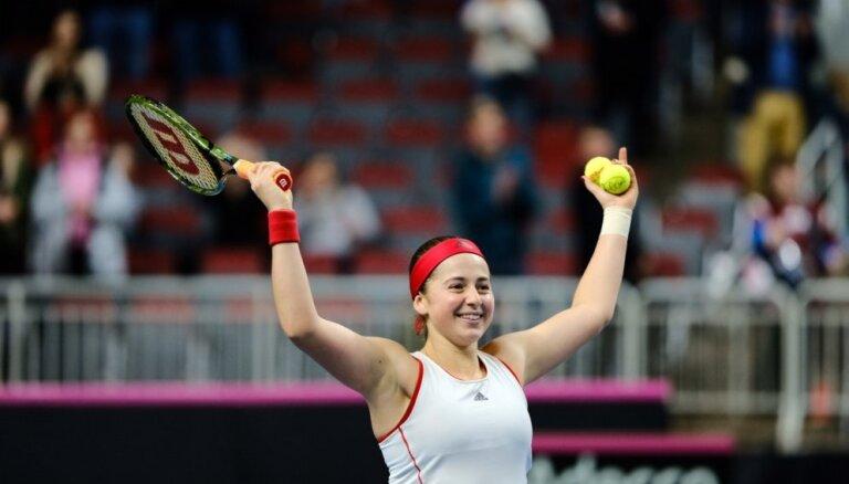 Остапенко победила в Дохе, Гулбис — в Роттердаме, Севастова проиграла россиянке