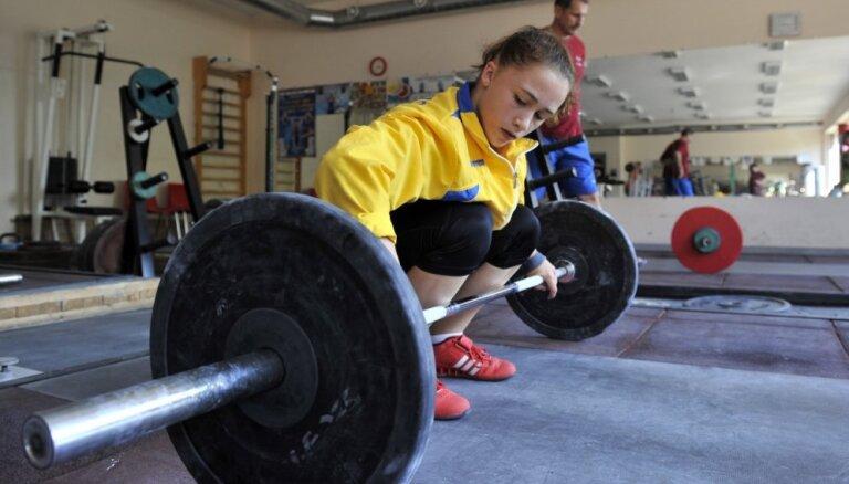Latvijas čempionātā svarcelšanā uzvar Koha un Koževņikovs