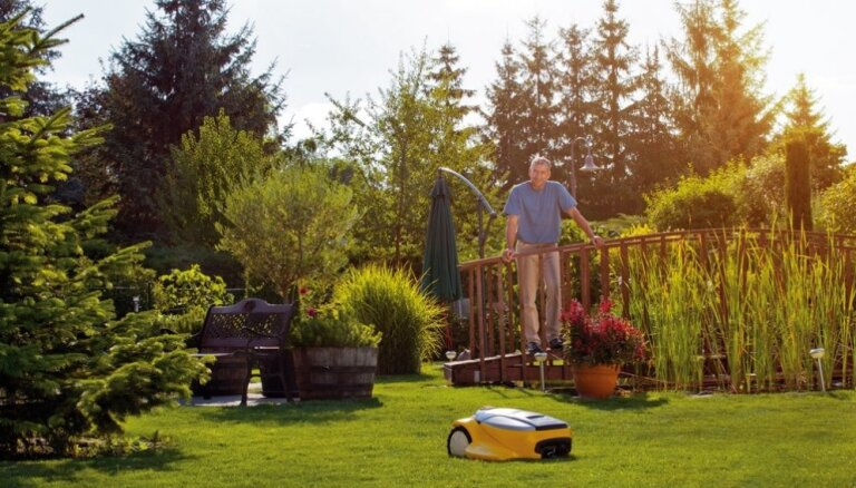 Современный обитатель сада - газонокосилка-робот