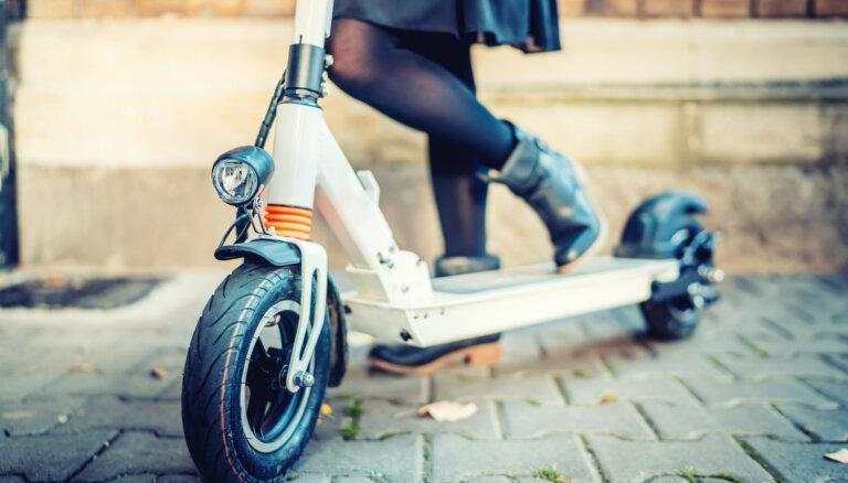 Eksperti: Elektriskos skrejriteņus ceļu satiksmē varētu regulēt līdzīgi velosipēdiem