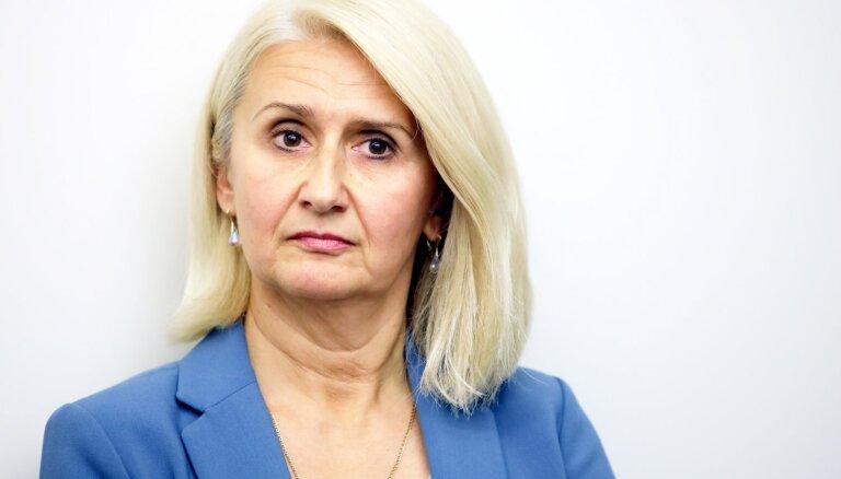 Izglītības kvalitātes valsts dienesta vadītājas alga pērn pieaugusi par 6048 eiro