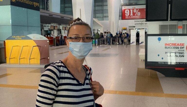 Indijā 'iestrēgusī' Marija Naumova atgriezusies mājās