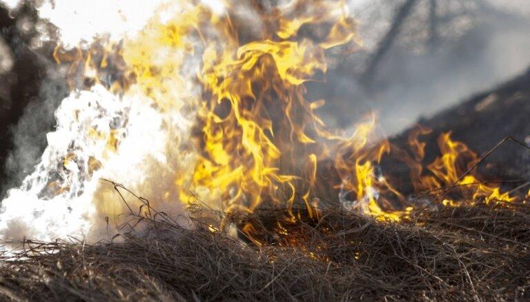 Lieldienu brīvdienās ugunsgrēkos cietuši divi cilvēki