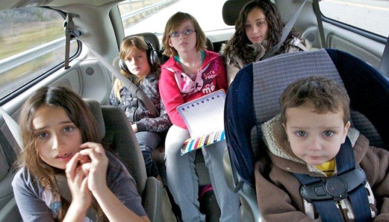 Kuplā ģimenē bērni ir laimīgāki, apliecina daudzbērnu ģimeņu vecāki