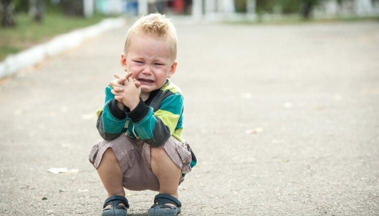Юрмала: отец оставил пятилетнего сына на улице, а сам ушел в игорный зал