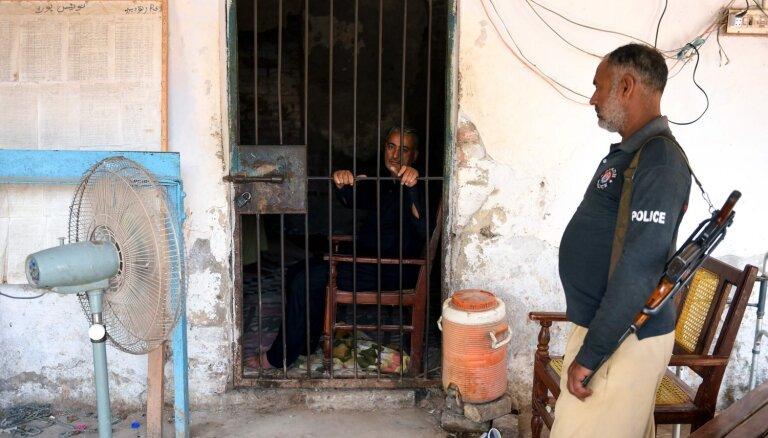 Pakistānā pediatru tur aizdomās par 437 bērnu inficēšanu ar HIV
