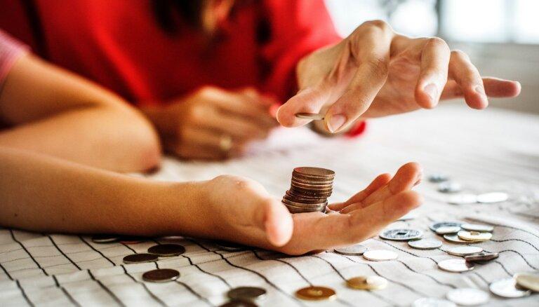 Kā bērniem mācīt veselīgu attieksmi pret naudu no bērnības?