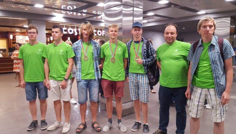 Latvijas vidusskolēni starptautiskā fizikas olimpiādē izcīna trīs bronzas medaļas