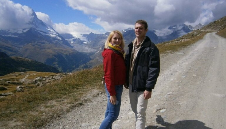 Ekskluzīvi foto: Saimniekšova Sandras un Kauķa ceļojuma aizkulises