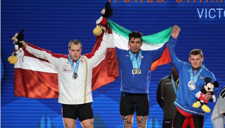 Svarcēlājs Plēsnieks izcīna sudraba medaļu pasaules čempionātā
