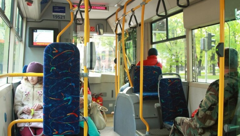 Общественный транспорт Риги оснастят камерами наблюдения и кнопками тревоги