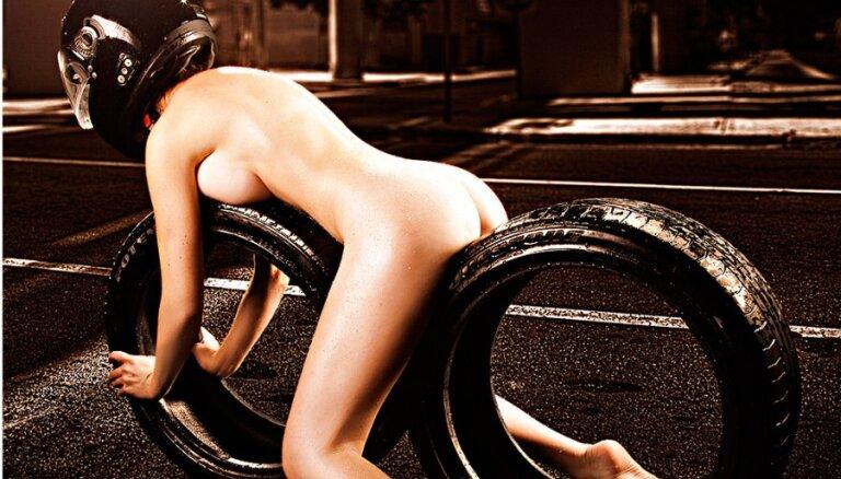 ФОТО: Новая работа Александра Соколова - обнаженные девушки с покрышками