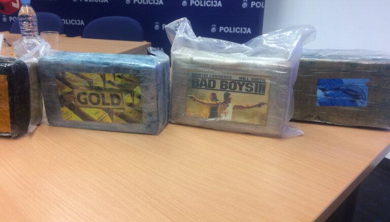 Video: Policija informē par Latvijas vēsturē lielāko atrasto kokaīna kravu