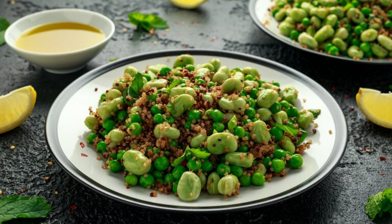 Kvinojas salāti ar cūku pupām un zaļajiem zirnīšiem
