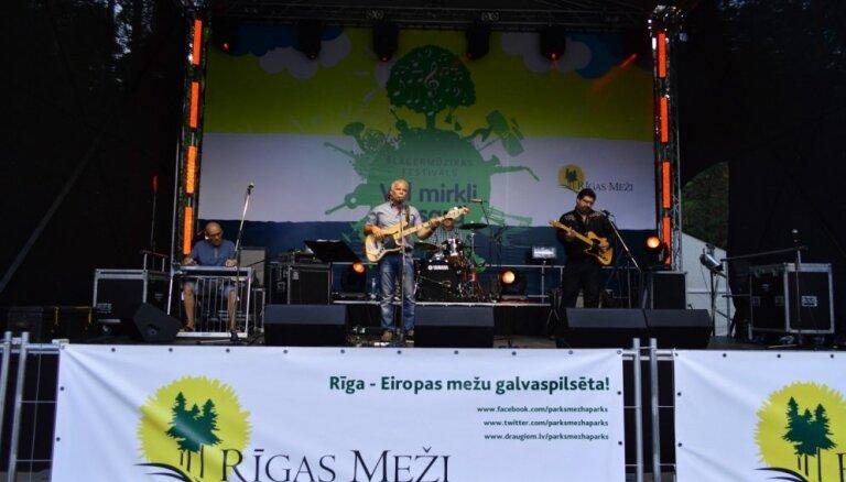 Mežaparkā notiks šlāgermūzikas festivāls 'Vēl mirkli vasarā' un zaļumballe
