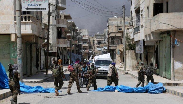 Sīrijas kurdu kaujinieki pamet Menbižu