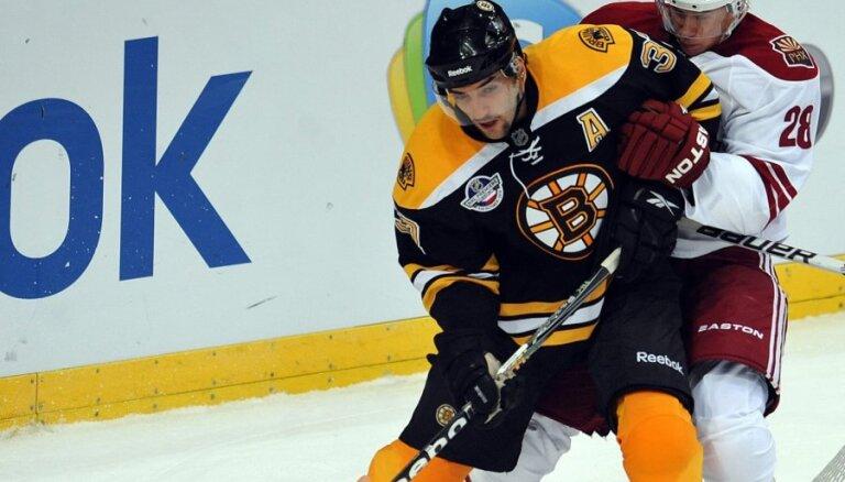 'Bruins' un 'Lightning' iekļūst Stenlija kausa izcīņas nākamajā kārtā