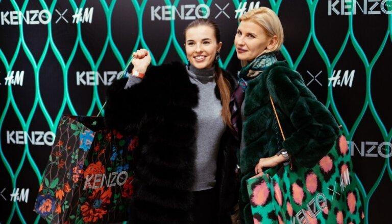 Foto: Pašmāju slavenības bauda 'H&M' VIP iepirkšanos