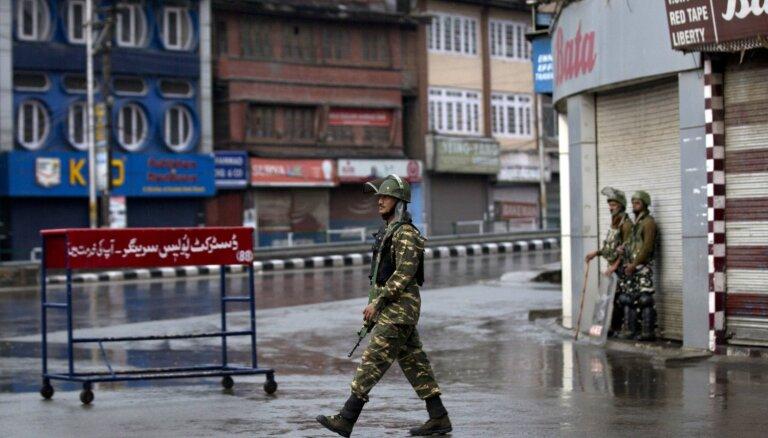 Indija atkal pastiprina pārvietošanās ierobežojumus Kašmirā