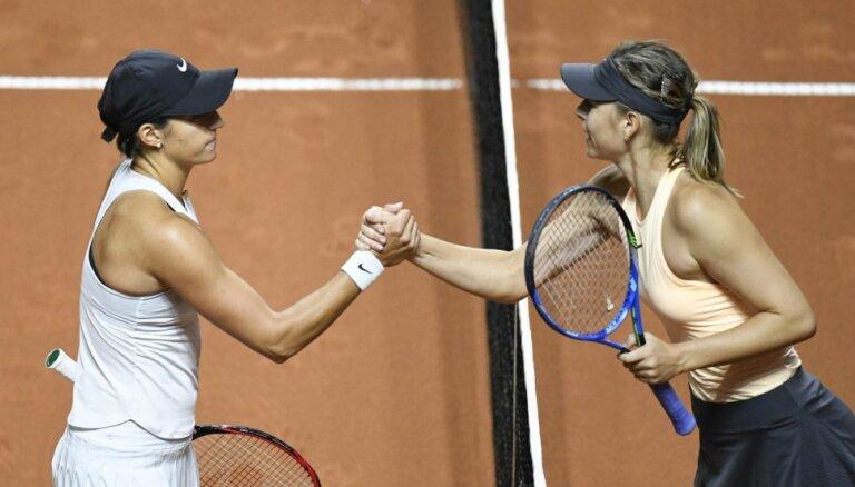 Шарапова проиграла в первом круге на третьем турнире подряд
