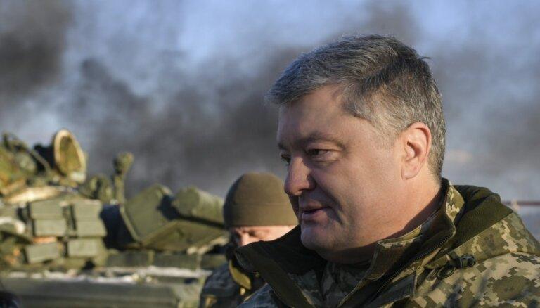Porošenko aicina NATO nosūtīt karakuģus uz Azovas jūru
