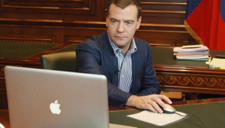 Медведев задействовал Путина в рекламе бадминтона
