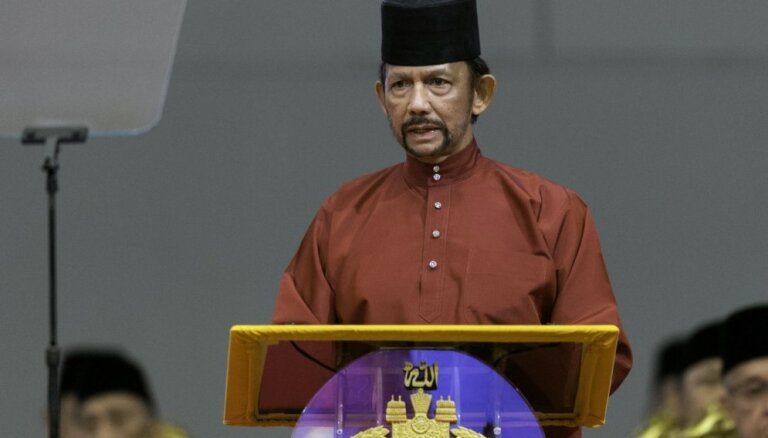 ANO: Bruneja pārkāpj cilvēktiesības, atļaujot nomētāt ar akmeņiem līdz nāvei