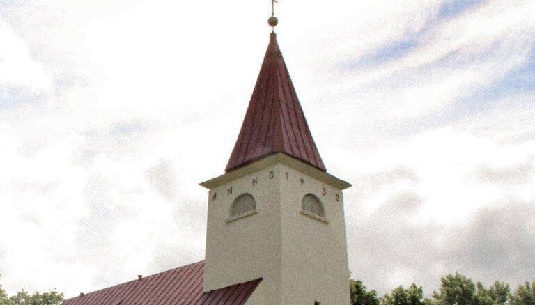 'Tas tagad tiesas varā' – saka Lielvārdes luterāņu draudzes apkrāpšanas lietā apsūdzētais