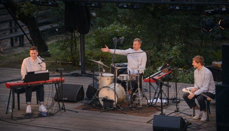 Foto: Projekts 'Shipsea' koncertē Kalnciema kvartālā