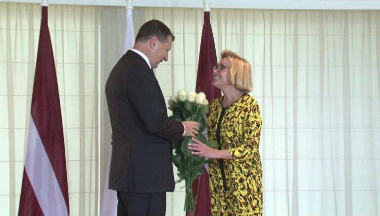 ВИДЕО: У Лаймы Вайкуле случилось рандеву с президентом Латвии