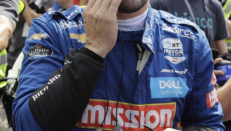 Bijušais F-1 pilots Alonso piedzīvo fiasko slavenajās 'Indy 500' sacīkstēs