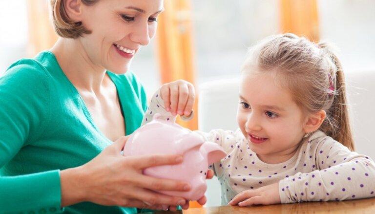 Seši padomi, kā bērnam iemācīt naudas vērtību un to, kā ar to rīkoties