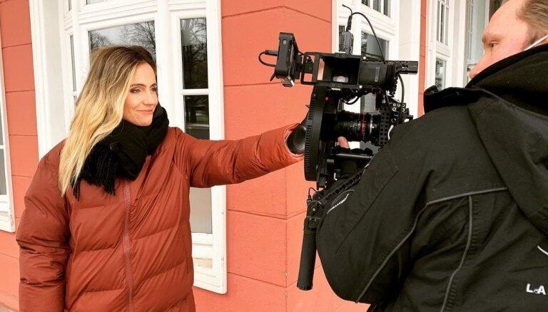 TV raidījumu vadītājai Ketijai Šēnbergai būs ģimenes pieaugums