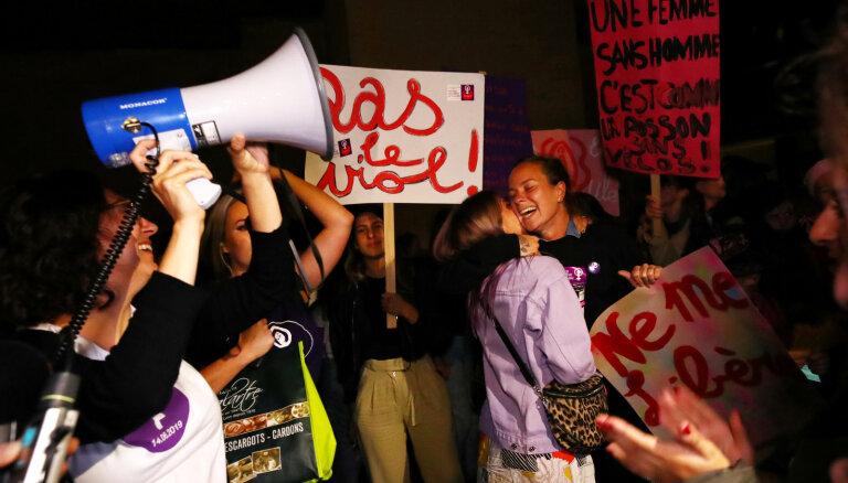 Vidējā alga 5792 eiro, ievērojami mazāk nekā vīriešiem – sievietes Šveicē piesaka streiku