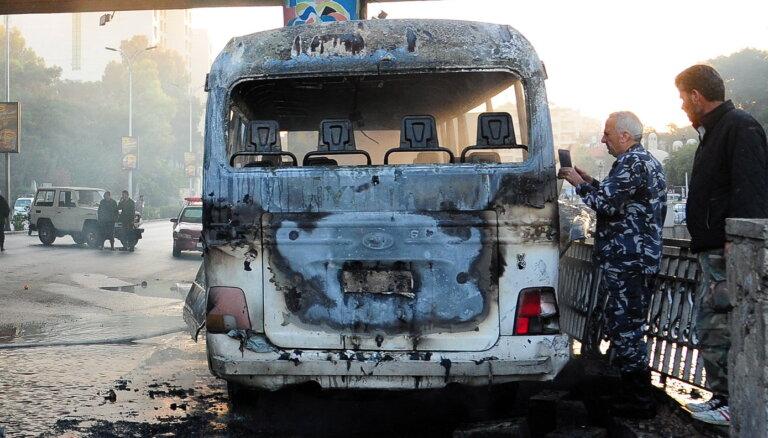 Uzbrukumā bruņoto spēku autobusam Damaskā nogalināti 14 cilvēki
