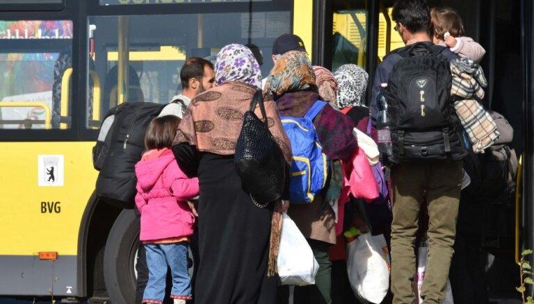 Vācijas robežu pērn autobusos un vilcienos nelegāli šķērsojuši 14 000 cilvēku