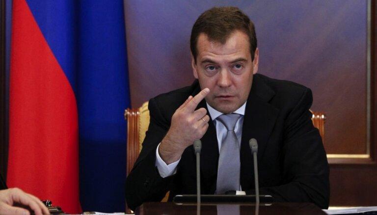 Medvedevs: Ukraina mums ir parādā 16 miljardus ASV dolāru