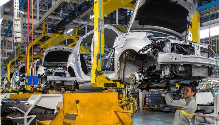 'Nissan' ziņo par peļņas kritumu deviņos mēnešos un samazina prognozi biznesa gadam