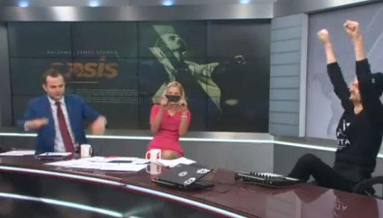 Video: Dāvis Valdnieks 'Rīta Panorāmā' pārsteidz ar repu