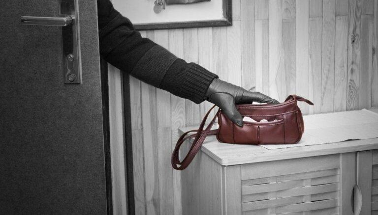 Notver divus rūdītus Rīgas dzīvokļu apzadzējus; atklāj 25 noziegumu epizodes