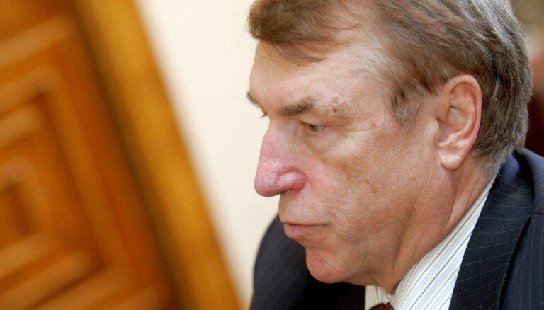 Kalviņš: KP varētu izrādīt interesi par Krieķa iecelšanu 'Olainfarm' padomē