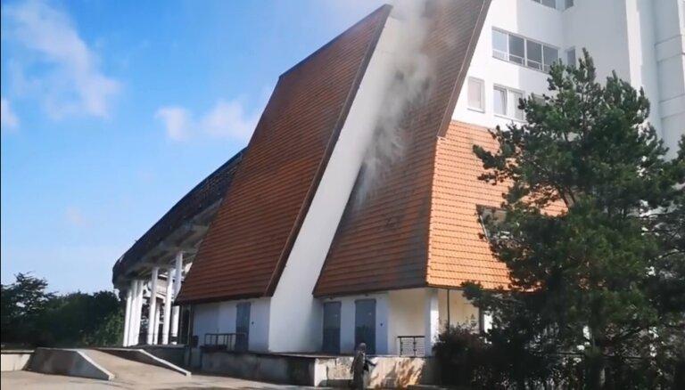 Video: Siguldas kamaniņu un bobsleja trasē izcēlies neliels ugunsgrēks