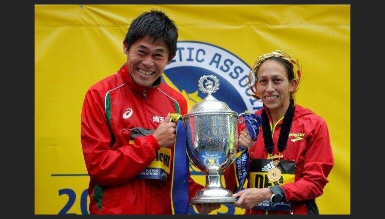 Bostonas maratonā pēc vairāk nekā 30 gadiem uzvar Japānas un ASV skrējēji
