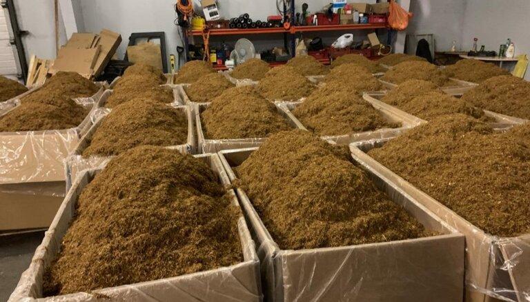 Kurzemē uziet 10 tonnas sasmalcinātas tabakas un 14 tonnas tabakas lapu