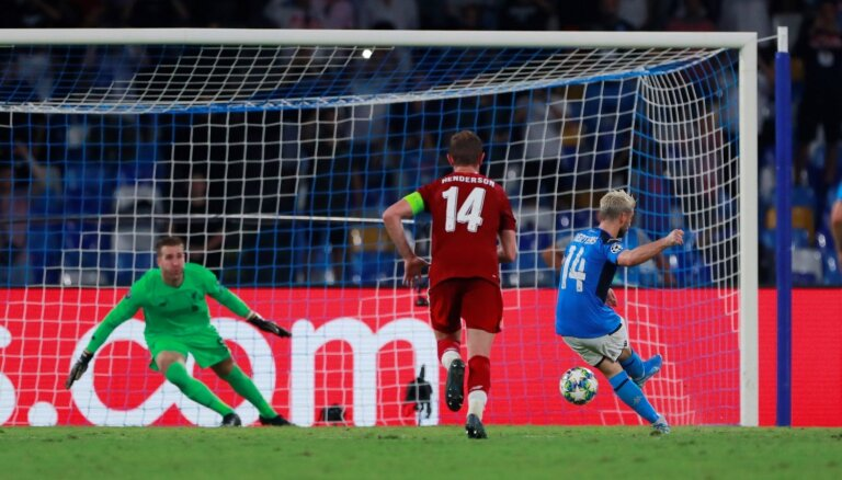 'Liverpool' UEFA Čempionu līgas titula aizstāvēšanu sāk ar zaudējumu Neapolē