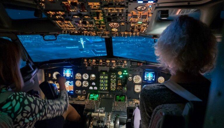 """ФОТО: Как выглядит полет на """"Боинге"""" из кабины тренажера airBaltic Training"""