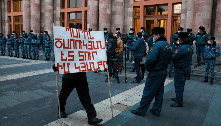 Оппозиция Армении заявила, что начинает массовые протесты нон-стоп, пока Пашинян не уйдет