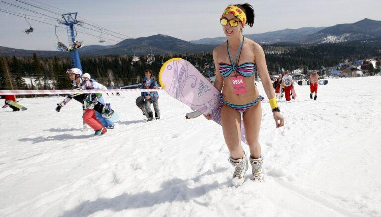 ФОТО, ВИДЕО: Рекорд по массовому спуску с горы девушек в купальниках