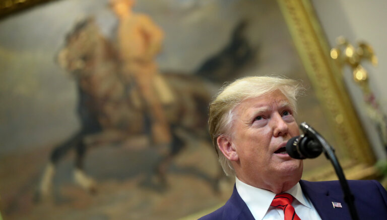 """Трамп предсказал крах экономики США в случае победы """"клоуна"""" на выборах"""
