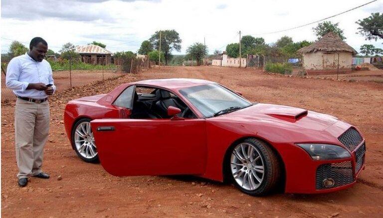 Foto: Afrikāņu inženieris uzbūvējis sapņu auto no BMW un 'Audi' detaļām